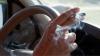 COŞMAR ÎN TRAFIC! O maşină a explodat când şoferiţa şi-a aprins o ţigară (VIDEO)