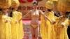 Defilare extravagantă: Modelele au purtat lenjerie intimă din AUR (FOTO)