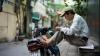 A explodat Internetul! În ce ipostază a fost surprins conducătorul unui scuter din Vietnam (VIDEO)