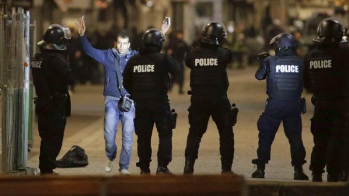 Peste 100 de persoane, arestate în legătură cu atentatele de la Paris. Ce spun autoritățile franceze
