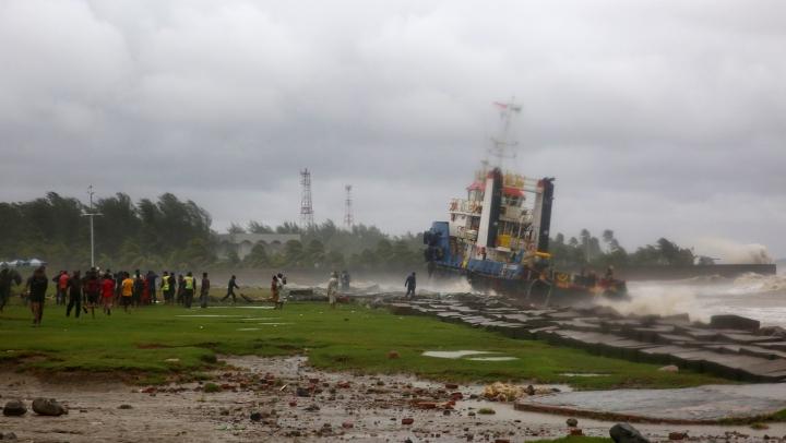 PRĂPĂD în Bangladesh: Ciclonul Roanu a ucis 23 de persoane