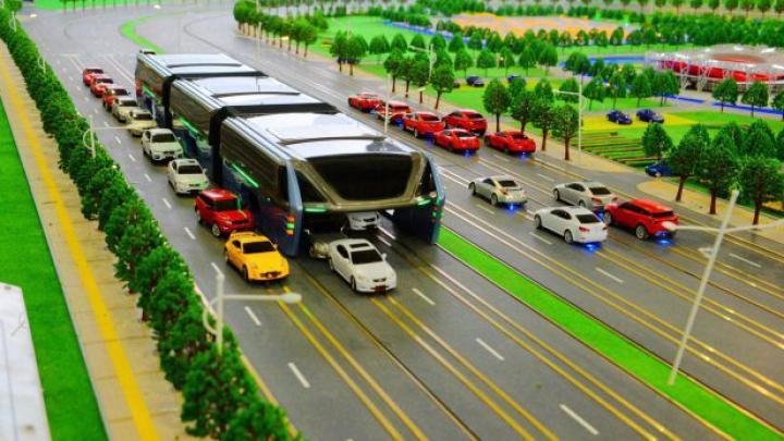 Mijloc de transport INEDIT. Chinezii construiesc un autobuz futuristic (VIDEO)