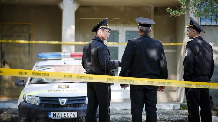 MOARTE SUSPECTĂ la Glodeni! Un bărbat s-ar fi împuşcat în cap în casa mamei sale