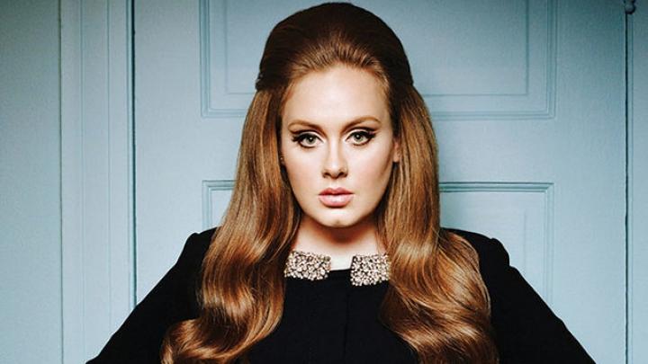 Probleme pe scenă pentru Adele. Artista a uitat versurile propriei melodii (VIDEO)