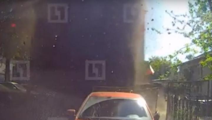 Nici în filme NU VEZI AŞA CEVA! Ce au păţit nişte şoferi din Moscova (VIDEO)