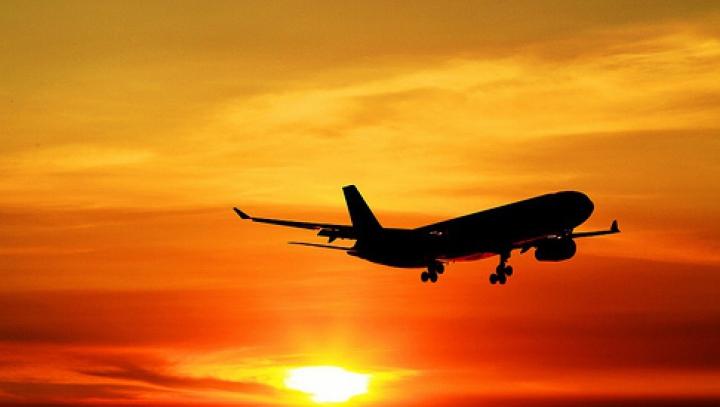 Alertă cu bombă. Un avion de pasageri, percheziționat imediat după aterizare