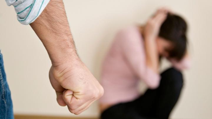 Italia: Un moldovean şi-a băgat soţia şi soacra în spital. Ce pedeapsă a primit pentru violenţă domestică