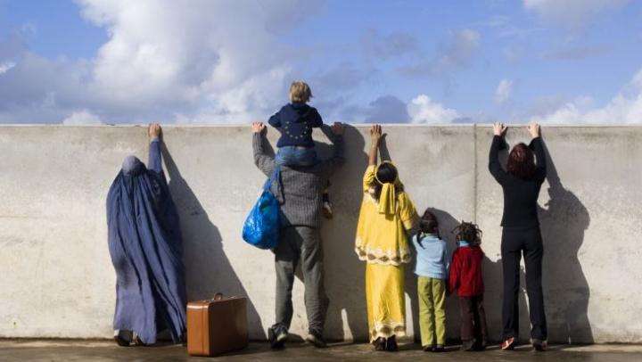 BUSINESS ilegal! Transportarea migranţilor în Uniunea Europeană, estimată la MILIARDE de dolari