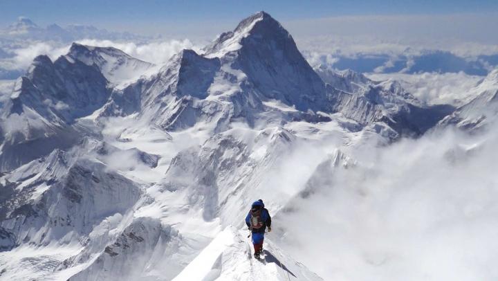 Doi alpiniști au murit pe Everest. Trupurile lor NU POT fi recuperate