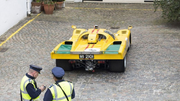 Dacă încălci, fii bun și plătește: Un Ferrari a devenit cea mai scumpă mașină amendată pentru parcare