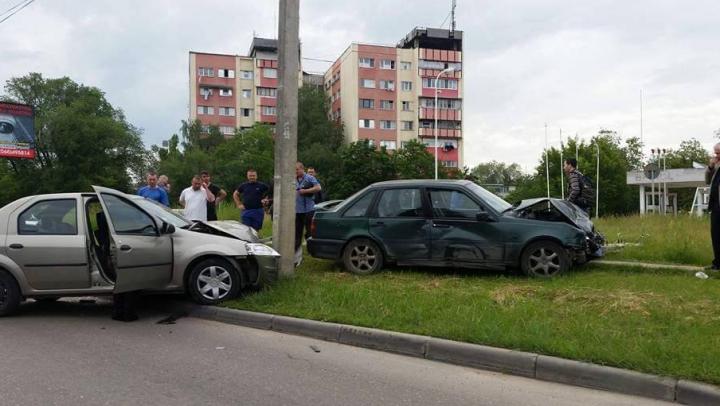 ACCIDENT GRAV în Capitală! O persoană, transportată de urgenţă la spital (FOTO)