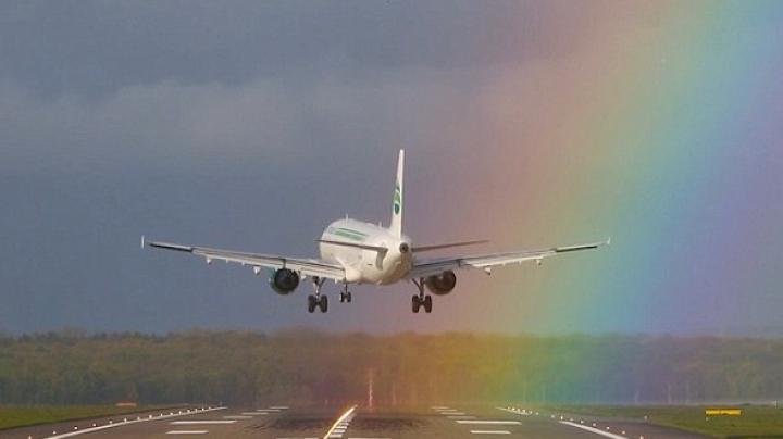 Pilotul și-a demonstrat măiestria. Aterizare spectaculoasă pe un aeroport din Dusseldorf (VIDEO)