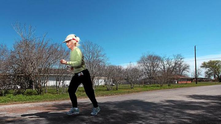 Super străbunica! O bătrână de o sută de ani a alergat 100 de metri în doar 46 de secunde (VIDEO)