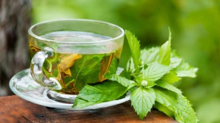 Ceaiul verde, una dintre băuturile preferate de multă lume, dar despre care puțini știu ce contraindicații are