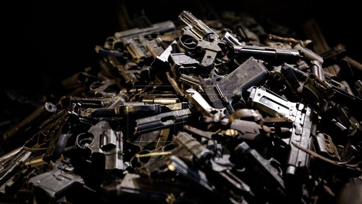 Peste 500 de arme, grenade și muniții, confiscate de la începutul anului în Moldova