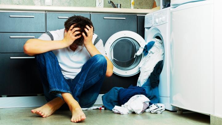 Şase greşeli pe care le facem atunci când spălăm rufe