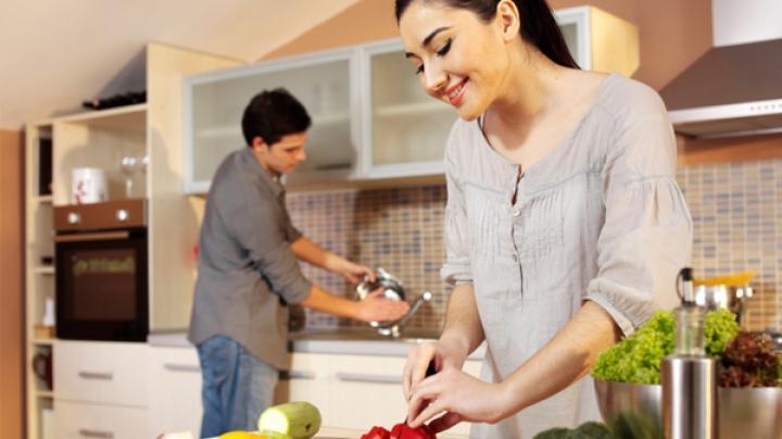 BINE DE ŞTIUT! Cele mai frecvente greșeli pe care le faci și tu în bucătărie