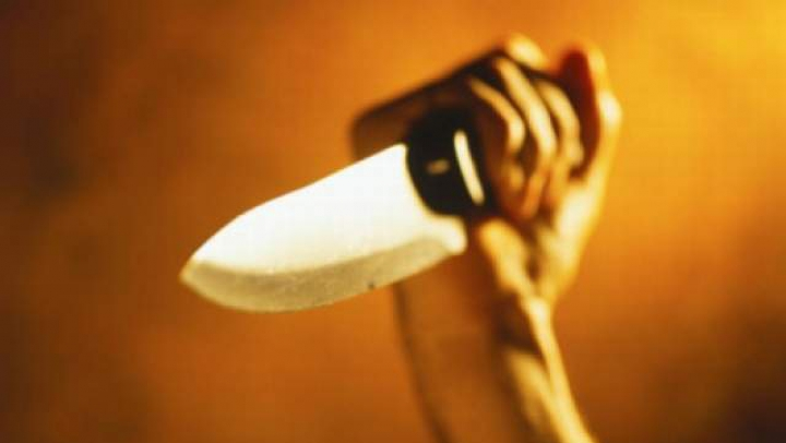 CUTREMURĂTOR: O copilă a fost înjunghiată mortal în timp ce dormea