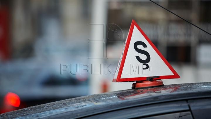 Peste șase mii de moldoveni nu pot susține examenele auto, deoarece școlile unde au studiat au rămas fără licențe