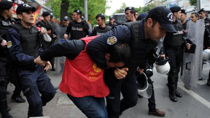 Proteste violente, în Istanbul: Zeci de manifestanți au fost arestați (FOTO)