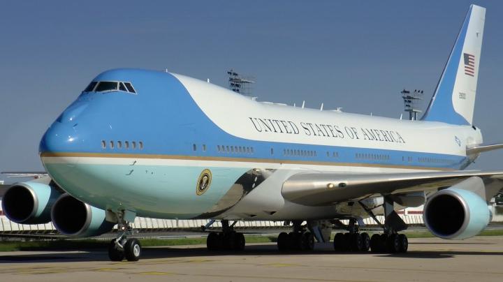Alertă la baza aeriană militară unde se află avionul Air Force One. Anunțul unei femei a creat panică