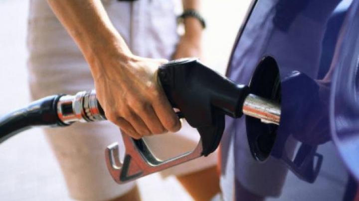 Criză de carburanți în Franța, înainte de Euro 2016. Cozile se măresc de la o zi la alta