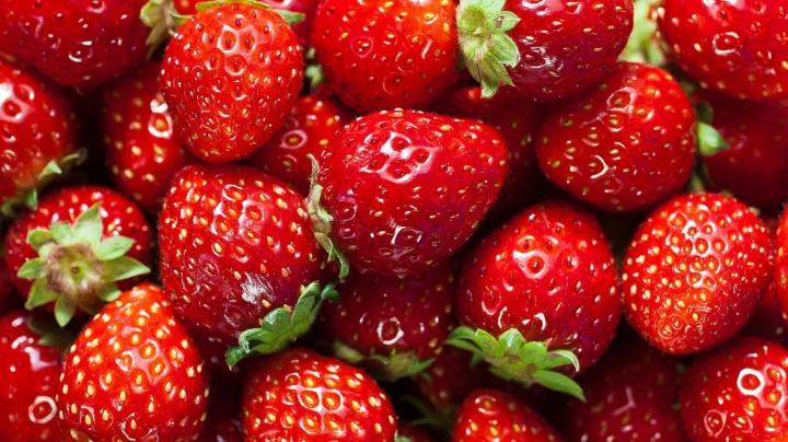 Sunt pline de pesticide! Topul celor mai periculoase fructe și legume
