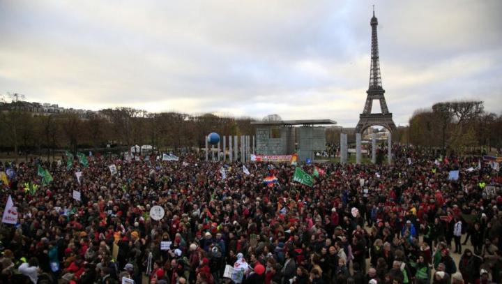 PROTESTE la Paris. Un anunţ a Guvernului a stârnit nemulţumirea oamenilor (VIDEO)