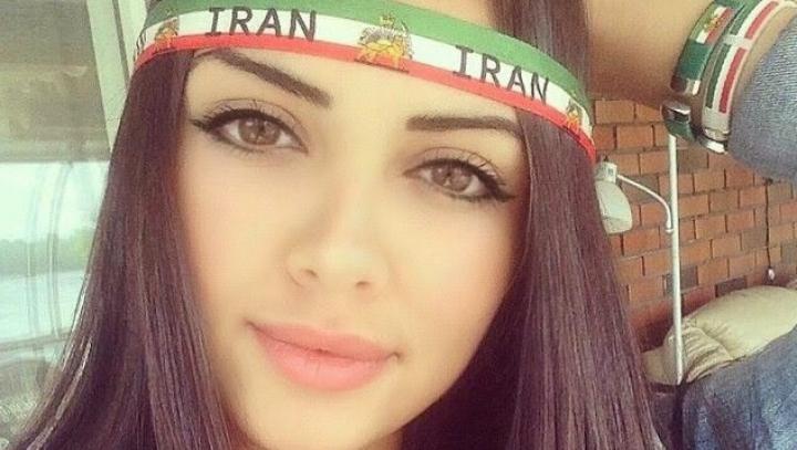 Fără hijab pe Instagram? Opt femei au fost arestate pentru modelling în Iran