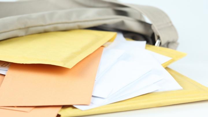 Vameşii, uimiţi de ce au găsit într-o scrisoare recomandată, expediată de un chişinăuian în Letonia