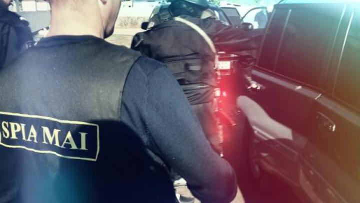 PERCHEZIŢII DE AMPLOARE! Un polițist și un angajat al Autogării de Nord sunt cercetați penal