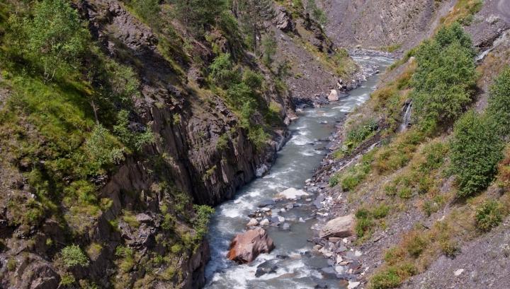 În câteva secunde, un râu s-a transformat într-o CAPCANĂ A MORŢII (VIDEO)