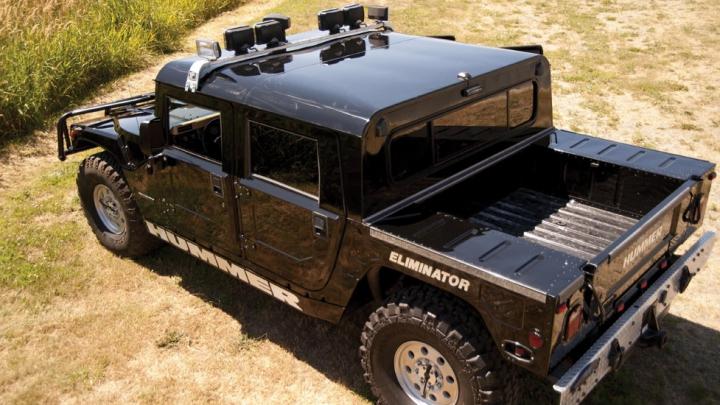 Hummer scos la vânzare cu 100.000$. Un client a oferit 337.000$ când a auzit cui i-a aparţinut