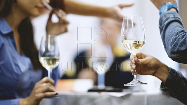 Cât costă un pahar din cel mai scump vin din lume, parte a unei colecţii care valorează milioane de euro