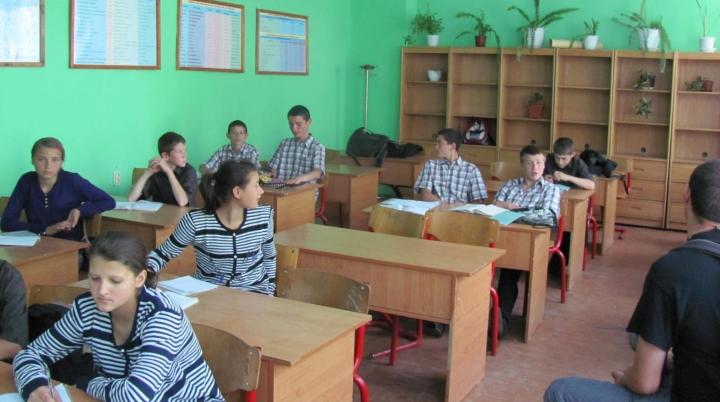 REFORMELE dau roade. Jumătate din internatele din Moldova au fost închise în ultimii 10 ani