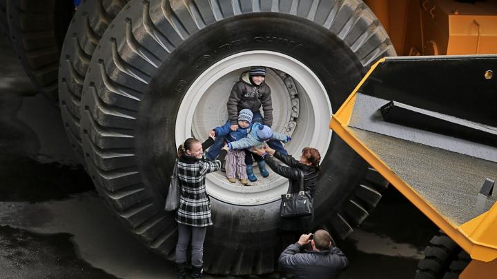 MONSTRUL DE 360 DE TONE! Cum arată cel mai mare camion din lume (VIDEO)
