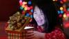 O fetiţă a emoționat Internetul. Ce a găsit în cutia de cadouri (VIDEO)