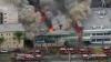 Un incendiu puternic, izbucnit într-o clădire de birouri, a luat viaţa unei persoane şi a rănit alte trei