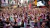 INEDIT! Mii de oameni fac yoga în Times Square din New York cu ocazia solstițiului de vară (VIDEO)