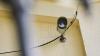 Hoţii au dat buzna într-un magazin de telefoane mobile de la Buiucani. Ce au surprins camerele de supraveghere