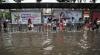 Inundații și alunecări de teren în Japonia și China. Sute de case și mașini, distruse