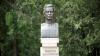 Monumentul regretatului poet Dumitru Matcovschi, dezvelit în satul de baștină. Cum arată sculptura (FOTO)