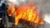 PERICOL PE ŞINE: Două marfare s-au ciocnit și au luat foc, iar mai multe vagoane au deraiat