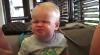 #LIKEPUBLIKA: O fetiţă mănâncă răchiţele într-un mod haios, deşi nu-i plac