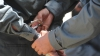 Dezactivau alarmele şi furau din maşini. Doi tineri din Capitală au fost reţinuţi de poliţişti (VIDEO)