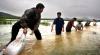 INUNDAŢII DEVASTATOARE: 13 oameni au murit, iar alţii sunt daţi dispăruţi în urma ploilor din China