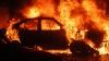 La un pas de tragedie! Un tânăr a reuşit să iasă în ultima clipă dintr-o maşină cuprinsă de flăcări