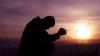 Rugăciunea de ajutor despre care se spune că te poate ajuta să treci peste dificultățile din viață