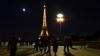 Criză socială în Franța: Parisul este inundat de gunoaie. Pubelele sunt pline vârf