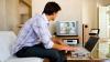 STUDIU: 82% din moldoveni se uită la buletinele de știri de la TV